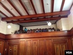 Abanye abantu akade besedale leHigh Court koBulawayo.
