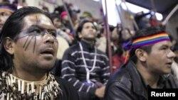 Indígenas ecuatorianos participan en una protesta en contra de la mina de cobre El Mirador, en marzo de 2012.