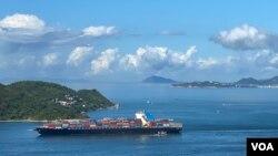 多名香港政府抗疫專家研究認為,7月初武漢肺炎第三波大爆發,是源自豁免檢疫入境人士,包括貨船的海員及航空公司機組人員等。(美國之音湯惠芸)