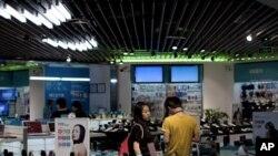 在北京一家商店的手机销售区