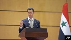 Syria's President Bashar al-Assad speaks at Damascus University in Syria, January 10, 2012.