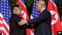 Ким Чен Ын и Дональд Трамп. Сингапур, 12 июня 2018