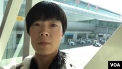 中国维权人士张海涛的妻子李爱杰 (资料照片)