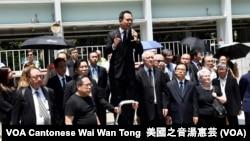 香港法律界人士在律政中心門外集會,要求與律政司司長鄭若驊對話,不過鄭若驊沒有露面 (攝影: 美國之音湯惠芸)