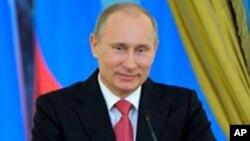 Firai Ministan Rasha Vladimir Putin wanda ya yi nasara a zaben shugaban kasar