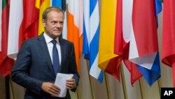 Chủ tịch Hội đồng châu Âu Donald Tusk chuẩn bị cho cuộc gặp giới truyền thông tại tòa nhà của Hội đồng châu Âu ở Brussels, ngày 24 tháng 6 năm 2016.