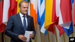 Presiden Uni Eropa Donald Tusk mempersiapkan konferensi pers di Gedung Uni Eropa, Brussels (24/6).