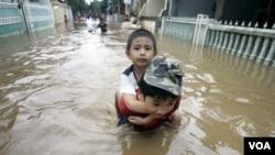 Kota-kota besar di Jepang juga menghadapi ancaman bencana yang sama, seperti banjir yang sering melanda Jakarta.