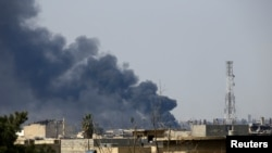 在摩苏尔老城的战斗中,硝烟升起(2017年3月24日)