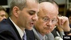 Wakil Menhan AS urusan intelijen, James Clapper (kanan)