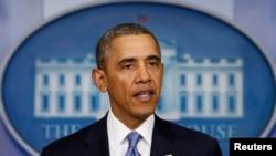 Phát biểu tại Tòa Bạch Ốc, Tổng thống Obama loan báo đã ra lệnh chế tài nhắm vào 11 giới chức của Nga và Ukraina, trong đó có 2 cố vấn cấp cao nhất của ông Putin.