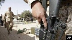 ایک عراقی فوجی چار مارچ 2010ء کو بغداد میں ایک پولنگ سٹیشن کے باہر پہرہ دے رہا ہے