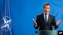 Tổng thứ ký NATO Anders Fogh Rasmussen yêu cầu Nga chấm dứt các hành động quân sự bất hợp pháp ở Ukraine