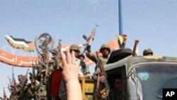라타키아에서 철수하는 시리아 군