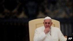 Papa Francis katika mkutano wa waiki huko St.Peter's Square Vatikan.