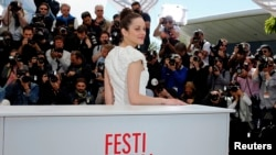 "Marion Cotillard poses during a photocall for the film ""The Immigrant"" at the 66th Cannes Film Festival in Cannes May 24, 2013."