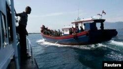 Perahu yang membawa para pencari suaka dalam perjalanan menuju ke Australia (foto: ilustrasi).