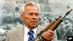 Ông Mikhail Kalashnikov, nhà thiết kế ra khẩu súng trường nổi tiếng AK-47.