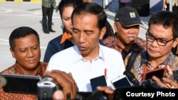 Presiden Joko Widodo di Mojokerto Jawa Timur hari Minggu (10/9) menegaskan tidak akan membiarkan adanya pelemahan KPK. (Foto: Biro Pers Kepresidenan)