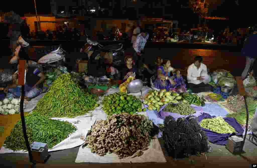 بازار سبزیجات در احمدآباد،هند.