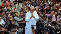 FILE - Bihar Chief Minister Nitish Kumar (C) is surrounded by media personnel as he greets supporters after victory in Bihar state elections in Patna, India, Nov. 8, 2015.