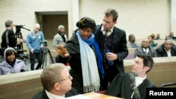 Makaziwe Mandela, daughter of former S. African President Nelson Mandela, talks to her lawyers during the final court hearing concerning the removal of the remains of the former leader's children in the High Court of Mthatha in the Eastern Cape, July 3, 2013.