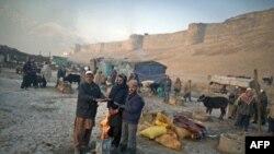 Афганистан, мирные жители греются у огня