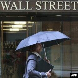 Namoyishlar 17-sentabrda Uoll Strit (Wall Street), Nyu-Yorkda yirik birjalar joylashgan ko'chada boshlangan edi