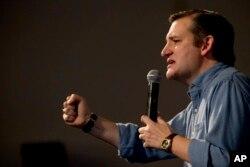 Ứng cử viên Đảng Cộng hòa Ted Cruz phát biểu trong một buổi vận động tranh cử ở Ames, Iowa, ngày 30 tháng 1, 2016.