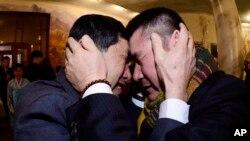兩名兄弟因朝鮮戰爭離散後首次見面。