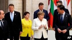 En una serie de discursos, los mandatarios de la UE también admitieron que el bloque ha derivado en una compleja estructura que perdió poco a poco el contacto con sus ciudadanos, lo que se sumó a una crisis financiera que golpeó a varios de sus estados miembros en la última década.