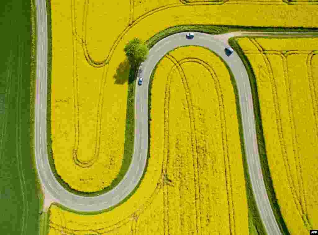 Almanya'da havadan bir yol görünümü.