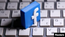 A 3D-printed Facebook logo is seen placed on a keyboard in this illustration taken March 25, 2020. (REUTERS/Dado Ruvic/Illustration)