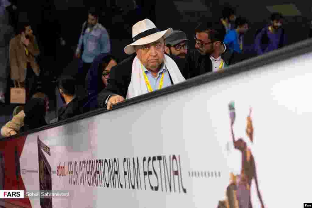 حضور بهمن فرمان آرا در پنجمین روز از سیوپنجمین جشنواره جهانی فیلم فجر عکس: سهیل صحرانورد