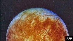 Hình ảnh từ phi thuyền Galileo cho thấy nguyệt cầu Eurora của Sao Mộc bị băng đá bao phủ, tháng 11/1996