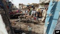 Civili na mestu saomoubilačkog napada u Bagdadu