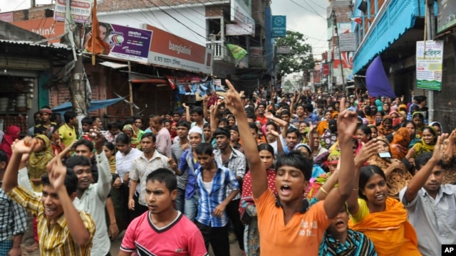 Bangladeshi garment workers shout slogans during a protest march in Narayanganj, near Dhaka, Sept. 25, 2013.