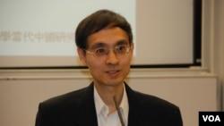香港大學法律學院教授陳弘毅表示,提請人大釋法不一定衝擊香港法治(美國之音湯惠芸)