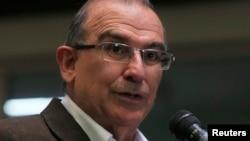 FILE - Colombia's lead government negotiator Humberto de la Calle addresses the media during a conference in Havana, March 21, 2013.