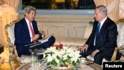 존 케리 미 국무장관(왼쪽)이 15일 로마에서 베냐민 네타냐후 이스라엘 총리와 회동했다.