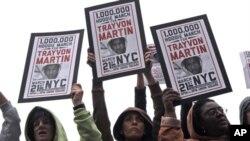 纽约的民众因为黑人青少年崔冯·马丁被打死而愤怒地游行示威