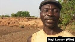 Azouma Sambiana, un habitant de Tangbaré, au Togo, le 15 mai 2017. (VOA/Kayi Lawson)