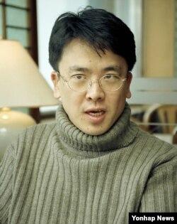 Le Han-young trong một bức hình chụp năm 1997