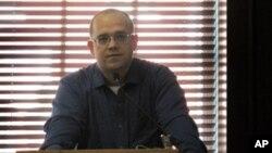 莫羅佐夫認為新媒體不利於革命產生