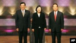三位台湾总统参选人电视辩论之前合照