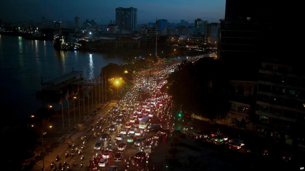 Bộ Môi trường Việt Nam tiết lộ mức ô nhiễm không khí đã trở nên tệ hại hơn tại nhiều khu vực thành thị, đặc biệt tại thủ đô Hà Nội và Hạ Long, cũng như tại TP. HCM.