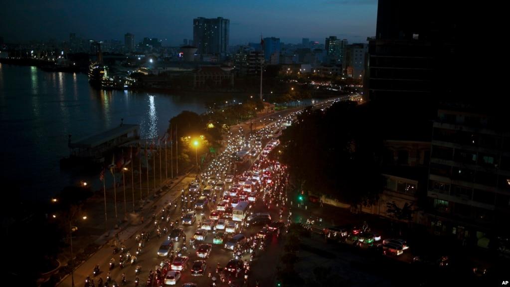 Thành phố HCM đã phát triển mạnh sau 42 năm, đi kèm là những vấn đề về tệ nạn, ùn tắc, ô nhiễm (ảnh tư liệu, 18/11/2015)