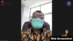 Direktur Bina Umrah dan Haji Khusus Kemenag Arfi Hatim dalam telekonferensi pers Rabu (11/11) menyebut 13 jemaah umrah Indonesia positif COVID-19 (Foto: VOA)