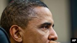백악관 집무실에서 회의 중인 오바마 대통령