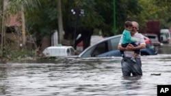 Poplavljene ulice u La Plati, Argentina